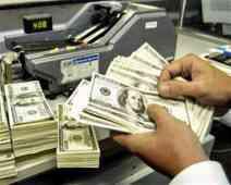 الجنيه يرتفع أمام الدولار بالسوق السوداء