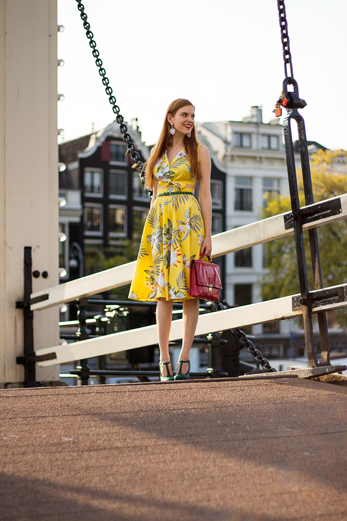 Blogger outfit yellow hawaii crop top midi skirt green heels red purse in Amsterdam