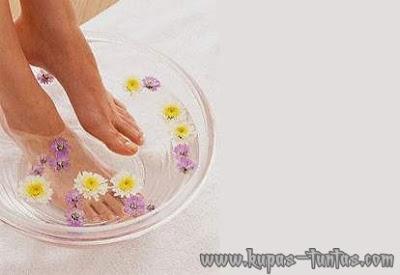 http://2.bp.blogspot.com/-wzdq8rK6uBE/UGBeS364lRI/AAAAAAAAFrg/qrQ6O-BJ_gM/s1600/manfaat-merendam-kaki-dengan-air-hangat-(kupas-tuntas.com).jpg