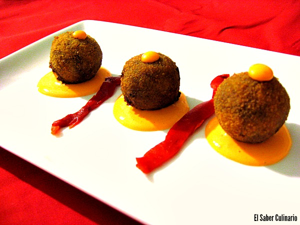 Una receta 5 estrellas: croquetas de morcilla de Burgos con ali oli de pimientos del piquillo