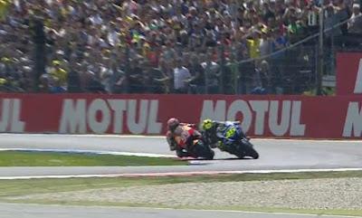 Rossi vs Marquez di Lap Akhir Race Assen 2015