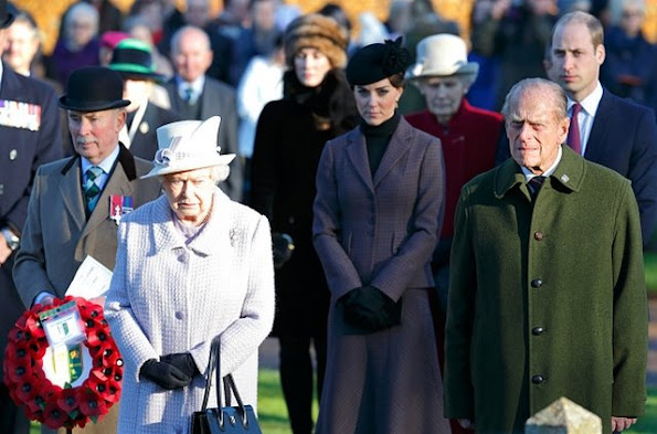 Queen Elizabeth II, Kate Middleton, Prince Philip, Duke of Edinburgh and Prince William, Duke of Cambridge attend a wreath laying ceremony to mark the 100th anniversary of the final withdrawal from the Gallipoli Peninsula at the War Memorial Cross