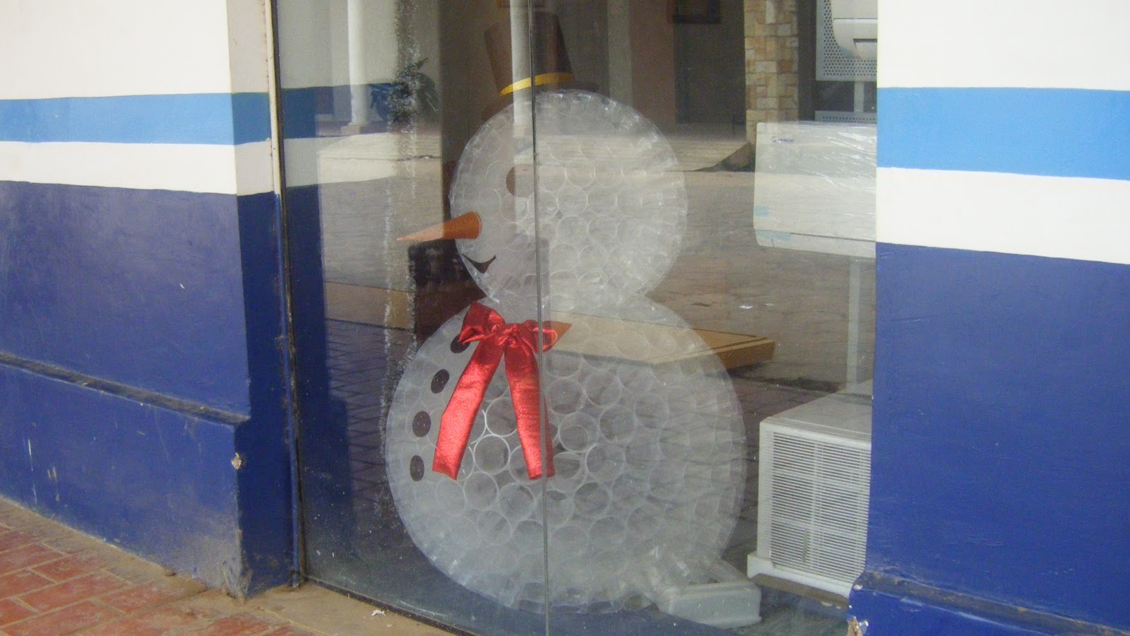 bonhommes de neige en gobelet