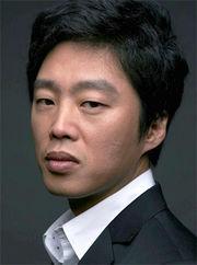 Biodata Kim Hee Won