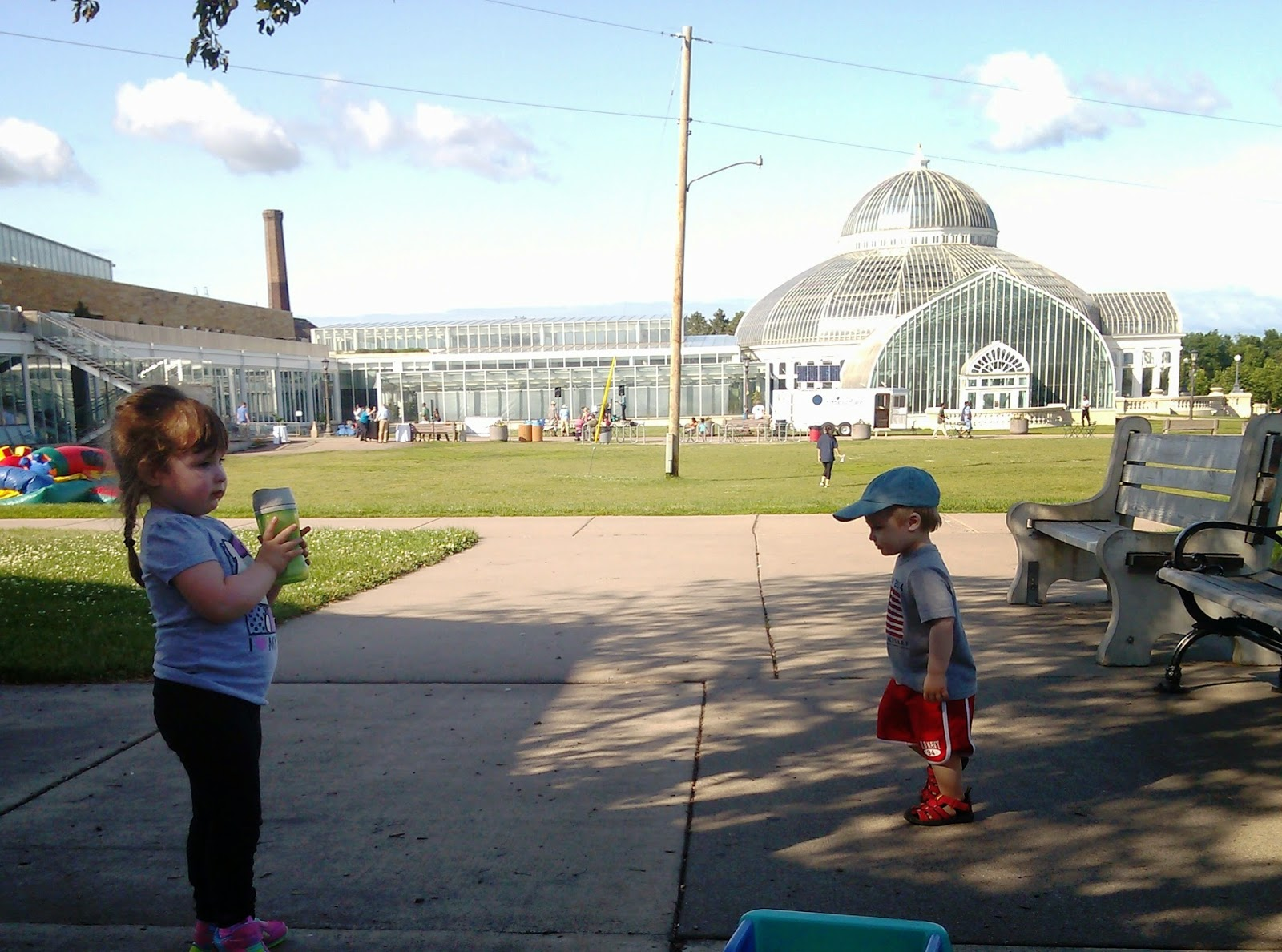 Cheapskate Weekends: Como Park Zoo & Groovin in the Garden