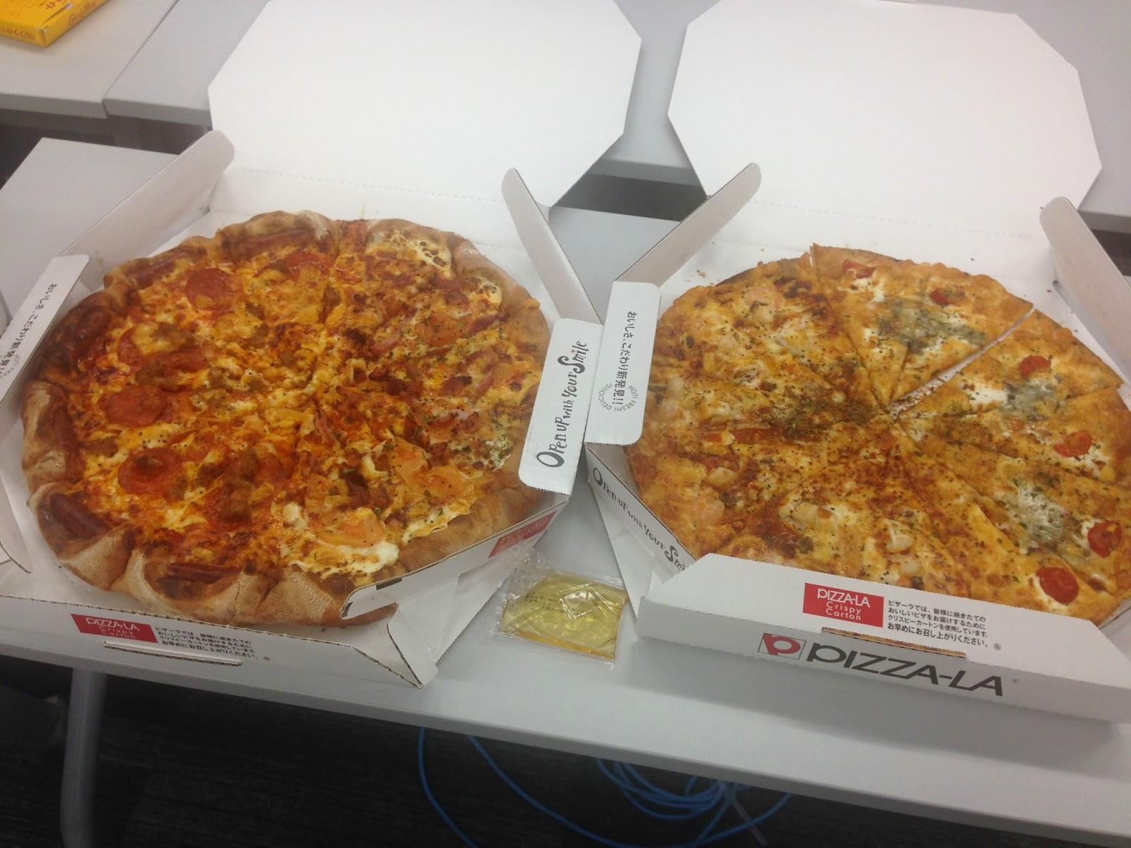 恒例のピザ