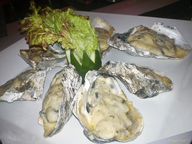 Baked Oyster with Champagne Sauce