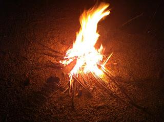 Das Lagerfeuer - ein wichtiger Bestandteil des Tagesablaufs