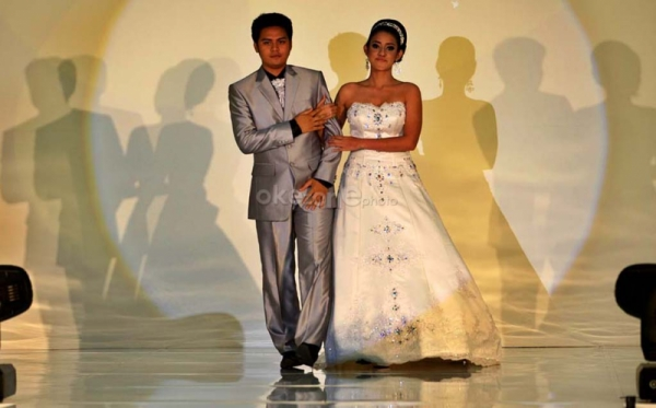 http://2.bp.blogspot.com/-x09EUJBBkHk/TWdsAo6GoTI/AAAAAAAABzc/zGvx5SH-se0/s1600/wedding+dress1.jpg