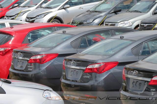 carro HB20 Sedan Hyundai - cinza