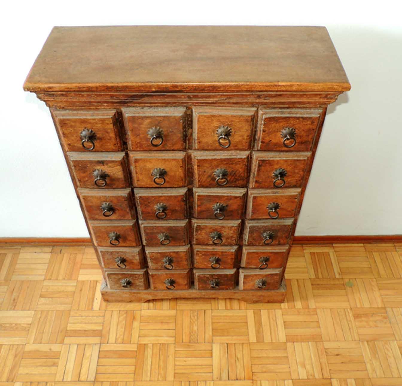 Mueble cajonero en madera dura gran peso el perro naranja for Mueble fichero