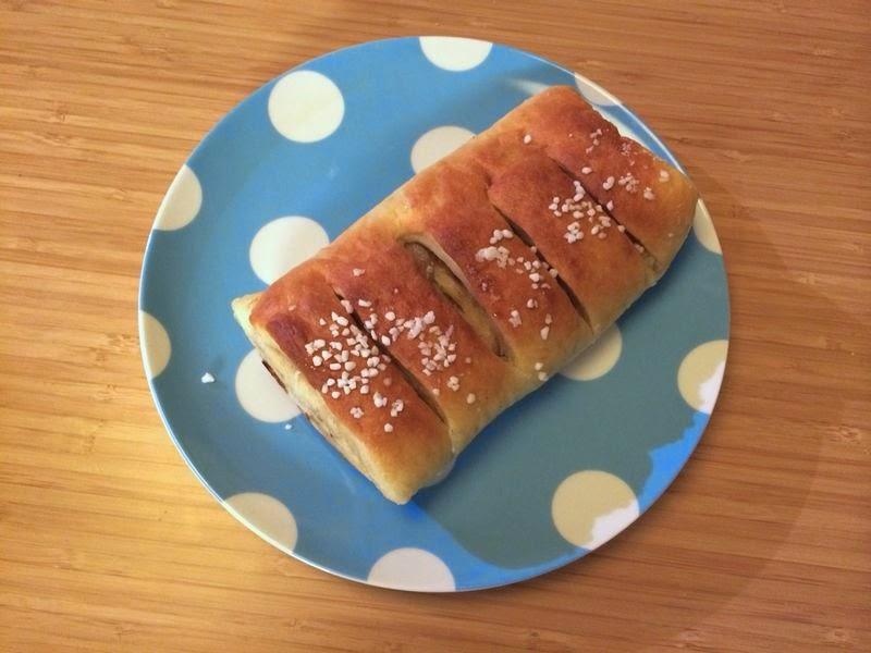 Laura's Gourmandises: Kanelbullar (Swedish cinnamon buns)