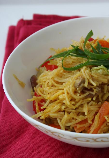 Makaron ryżowy z kapustą pekińską