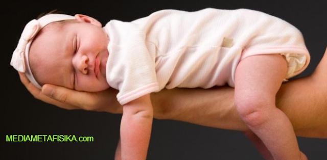 Kisah Bayi yang Dipelihara Makhluk Halus