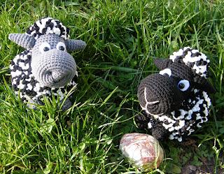 Вязаная игрушка развивающая овечка