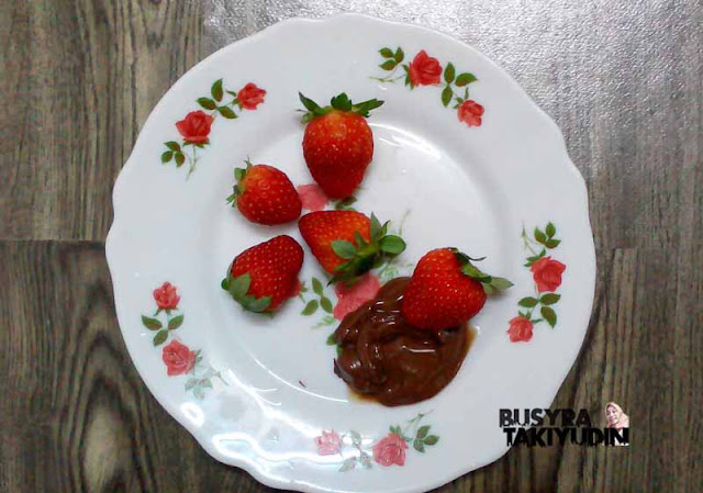 STRAWBERI SALUT NUTELLA