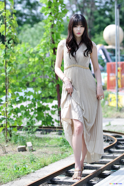 Hong Ji Yeon in beige maxi