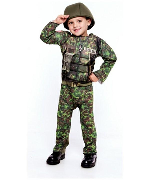 Gratis foto bayi lucu memakai kostum tentara
