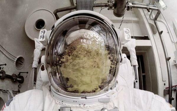 Astronot Kıyafeti içinde ya kusarsanız ne olur ?
