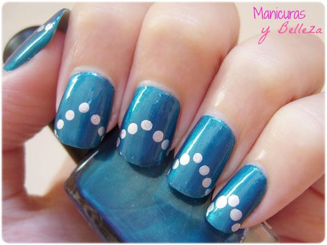 Uñas manicura azul chevron con puntos metalizados elegantes plateado plata mirror Kiko 616 300 Nail art nails blue with dots triangles elegant