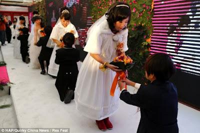 orang kerdil berkahwin