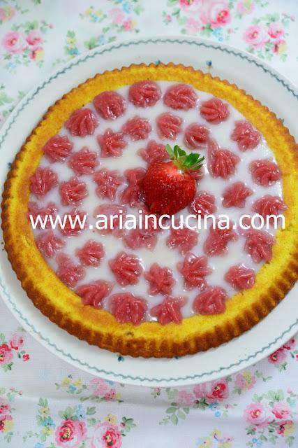 Blog di cucina di Aria: Crostata morbida con crema al latte e vaniglia senza uova e crema di fragole