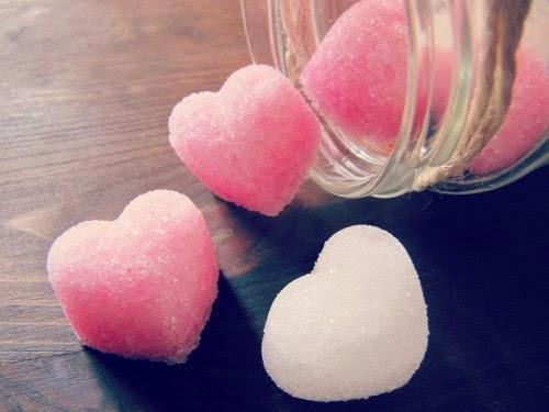 Presentación terrones de azúcar de corazones blancos y rosas