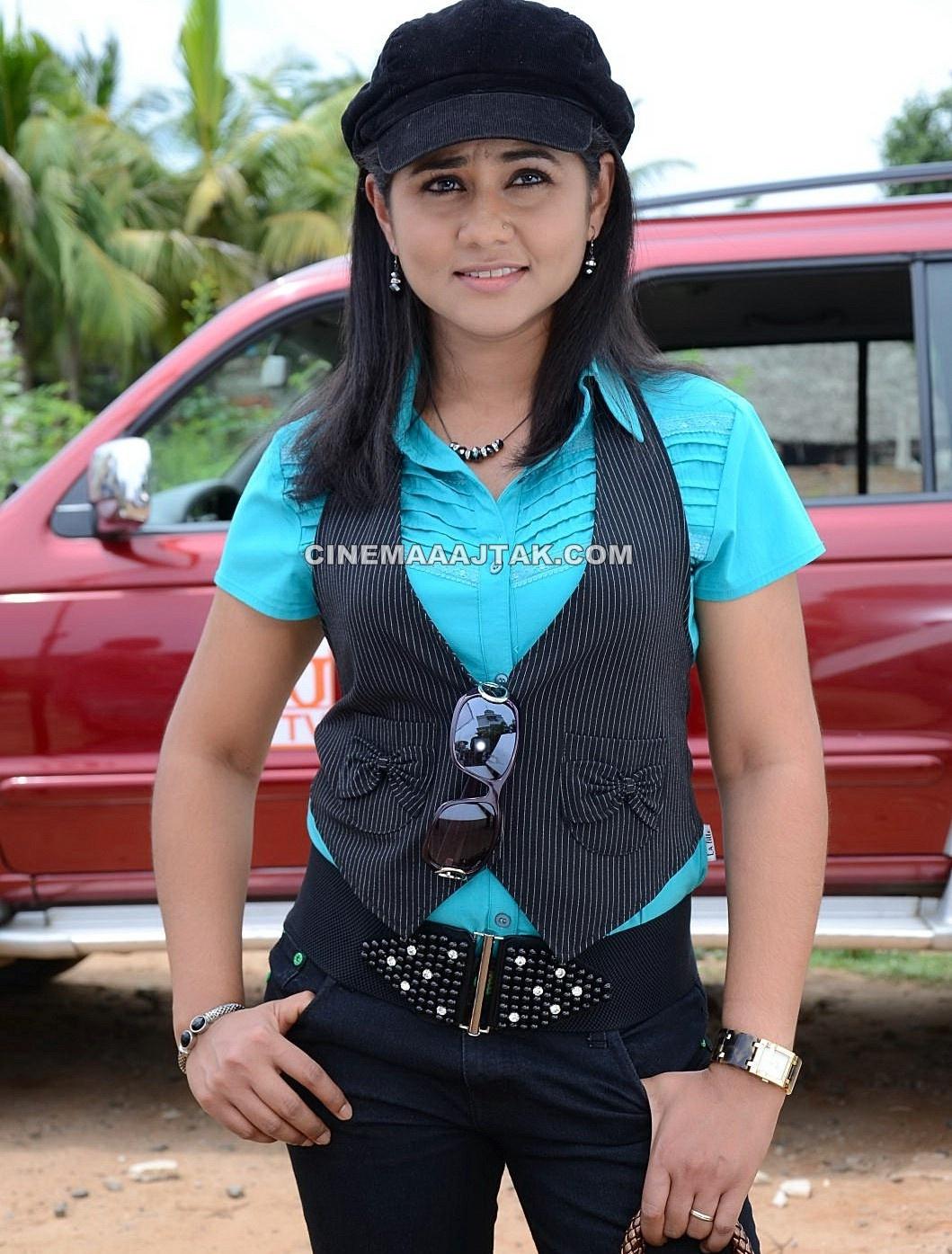 http://2.bp.blogspot.com/-x38vih1Yuw4/TpILJ9alWTI/AAAAAAAAEnw/R_sUzpKMJ3M/s1600/Actress+Punnagai+Poo+Gheetha+Exclusive+Images.jpg