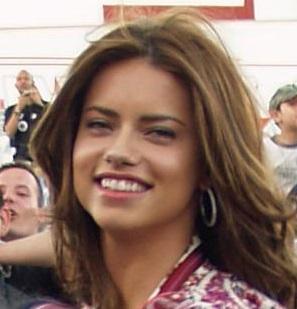 Adriana Lima mide 1,78 m.