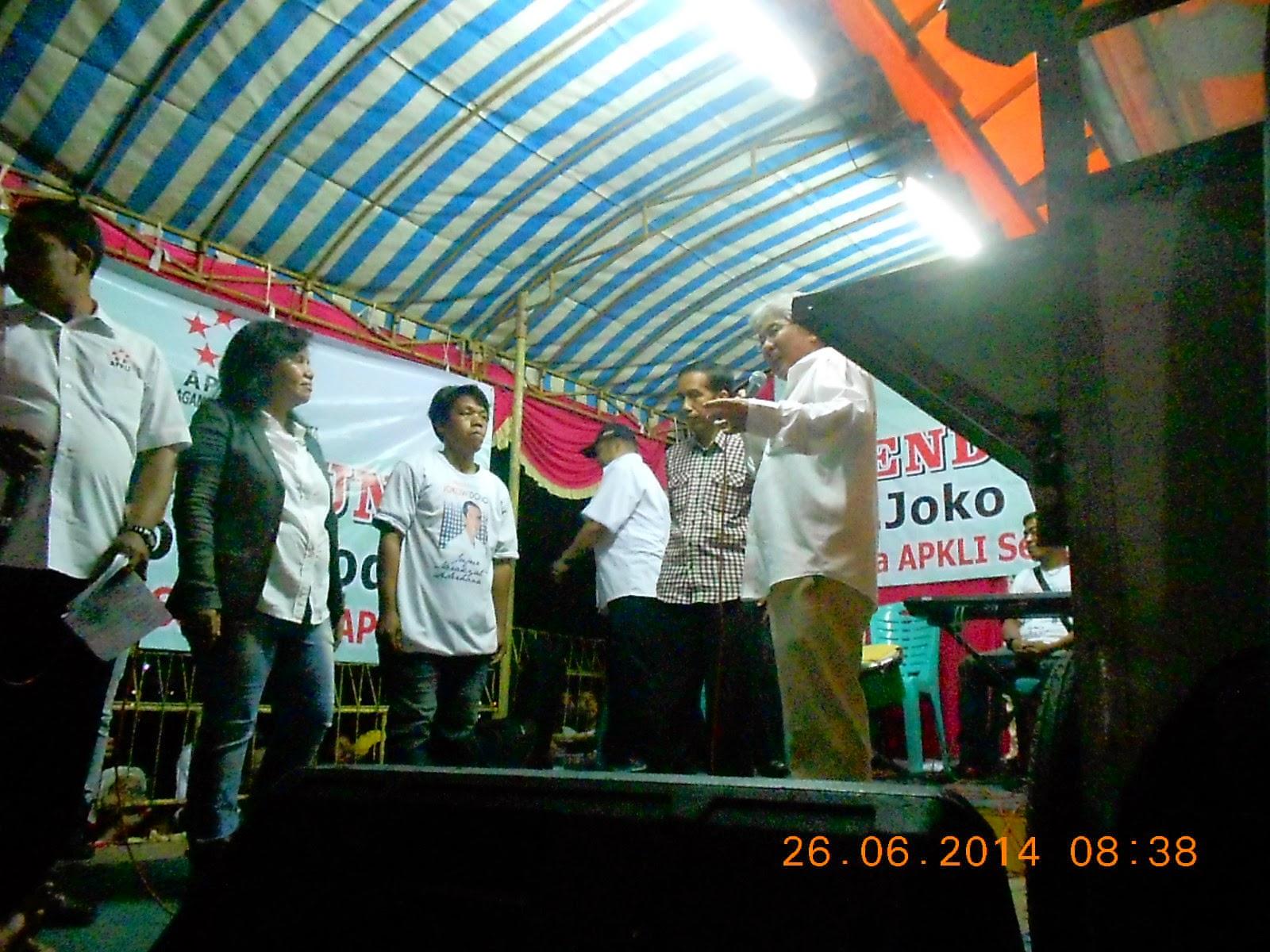 Hoiza Siregar, Ir.Heru J. Juwono dan Jokowidodo sedang naik panggung di acara APKLI
