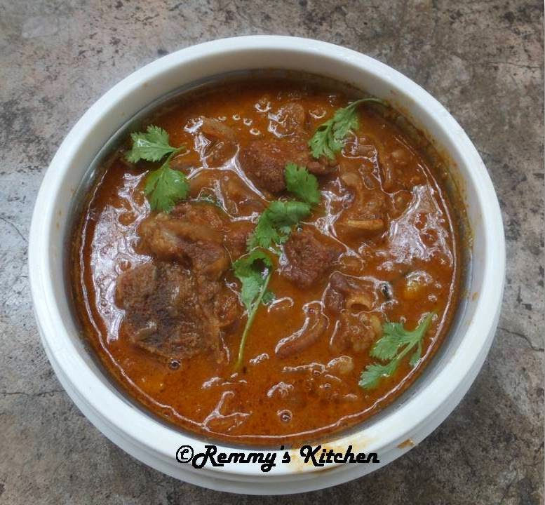 Varutharacha mutton curry/Mutton in roasted coconut gravy