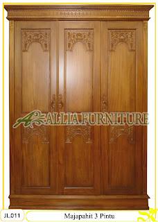 Lemari Pakaian Ukiran Majapahit 3 Pintu