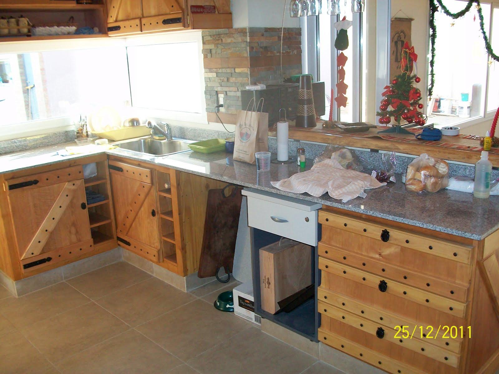 Muebles artesanales alacena y bajomesada estilo campo en for Muebles artesanales