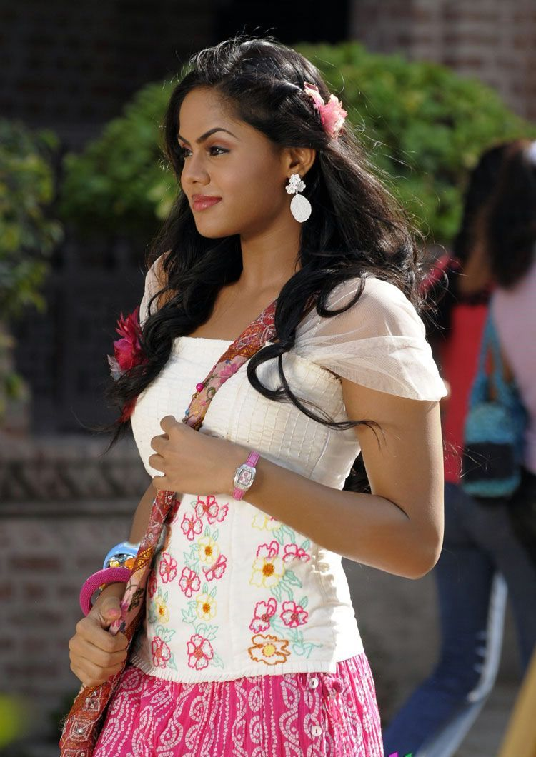wallpaper maxe: actress karthika nair