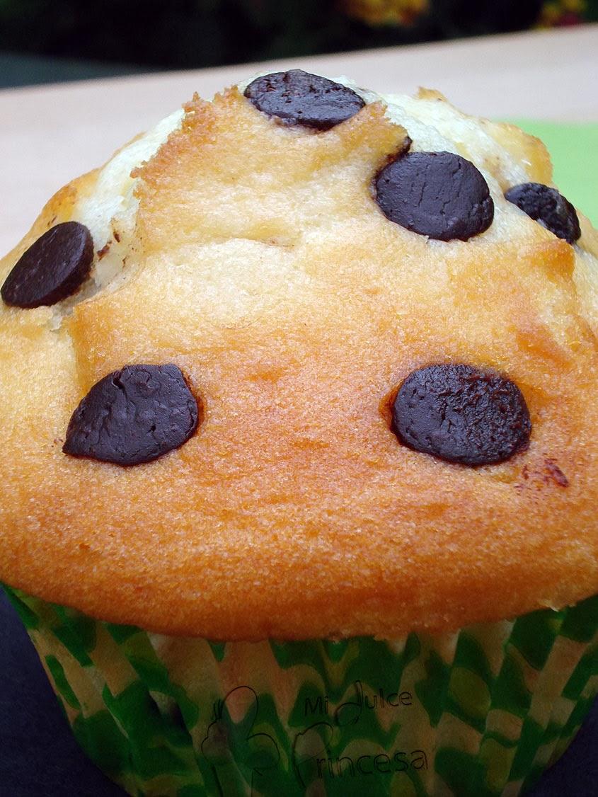 muffin, muffin de yogur, muffin con chocolate, muffin de yogur y chocolate, muffin de yogur y chips de chocolate, yogur, chocolate,