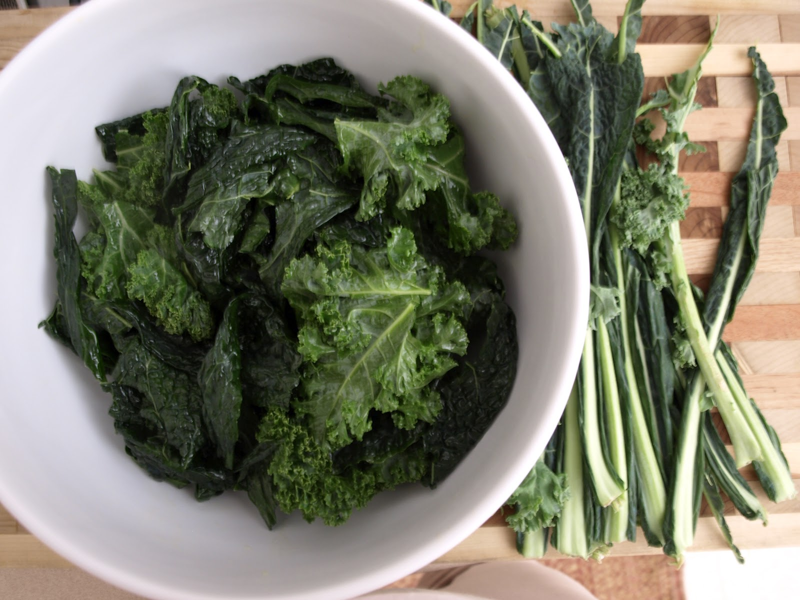 THE SIMPLE VEGANISTA: Simple Kale Chips