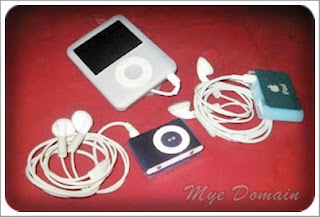 Old models of Apple IPod Nano and shuffle