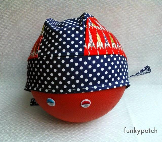 bandana para niños handmade con cohetes en rojo y azul funkypatch