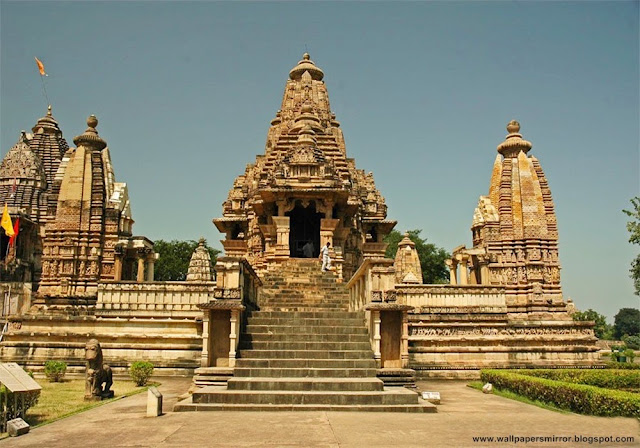 Top 10 famous temples to visit in India