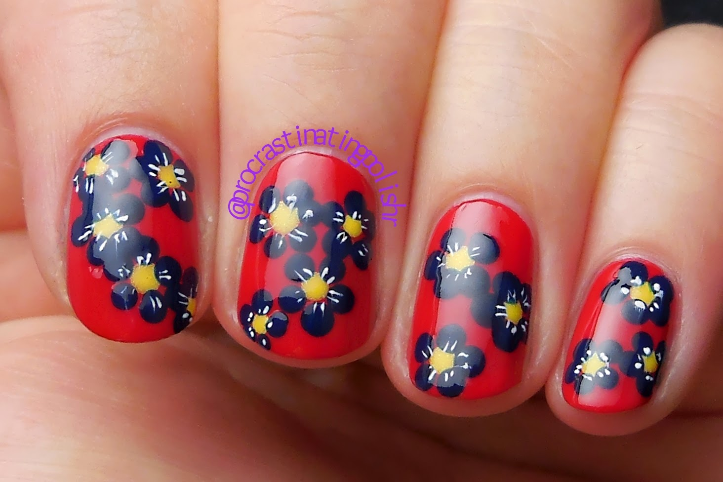 Blue daisy nail art