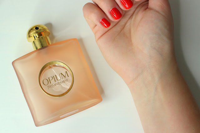 Rubbing-Wrists-Together-When-Applying-Perfume-Ruins-The-Scent