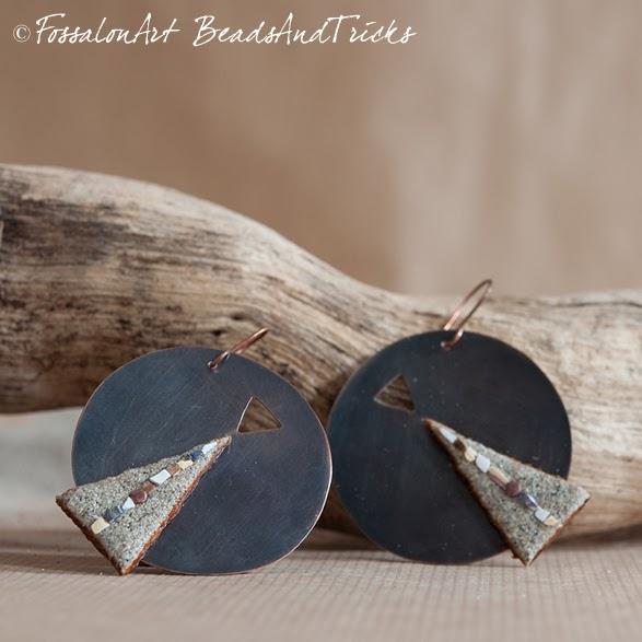Orecchini FossalonArt & BeadsandTricks in rame, corda, sabbia e frammenti di conchiglie