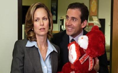 أمور هامة يجب أن تعرفها قبل زواجك من امرأة عاملة ,رجل يهدى امرأة دبدوب محشو ,working woman man gave woman tedy bear