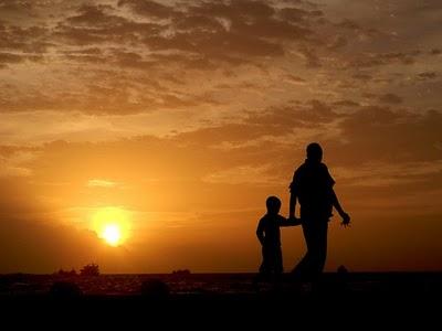 http://2.bp.blogspot.com/-x5sWUSN6d-Q/TapBszhkLqI/AAAAAAAAAOw/QLJL_dw_dGQ/s1600/ayah+anak.jpg