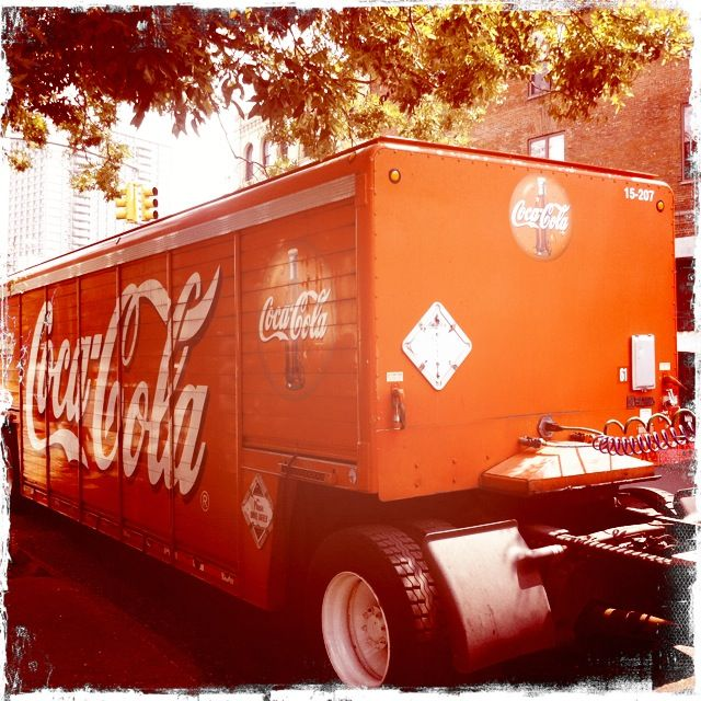 Vintage-Coca-Cola-Truck-at-Grimaldi's-Pizza-Brooklyn,NY-2012
