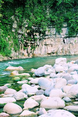 Disfrutando las aguas frescas del Río Filobobos en el Municipio de Atzalan, Veracruz, México.