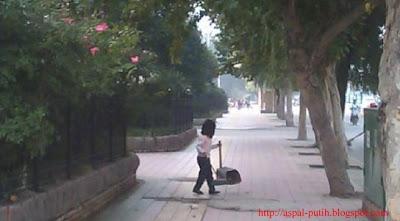 anak usia 7 tahun penyapu jalan