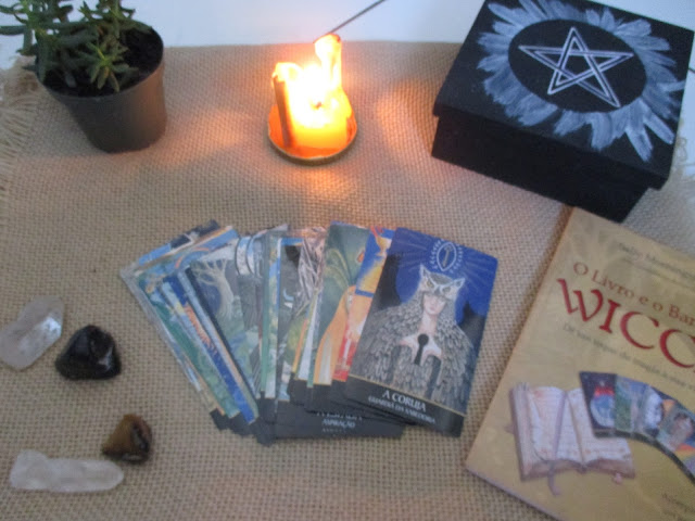 O Livro e o Baralho Wicca | Deixa Ela Ler
