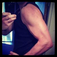 Axel och biceps