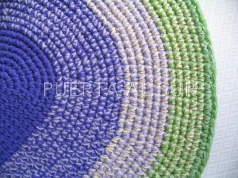 Puerta al sur alfombras tejidas a mano en lana sintetica for Alfombras artesanales tejidas a mano